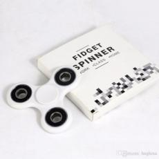 Spinner крутилка антистресс треугольник питчер (Белый)